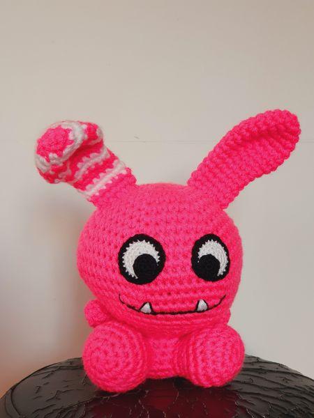 Fel roze konijne monster